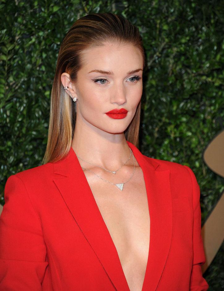 rosie-huntington-whiteley-red-lipstick-perfect-eye-makeup-w724